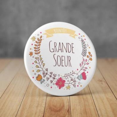 Badge Bientôt Grande Soeur Fleurs